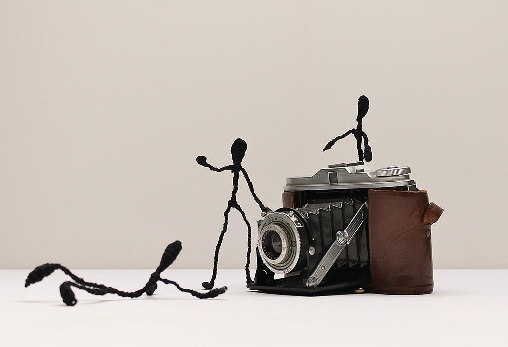 Fototoestel met zwarte figuurtjes